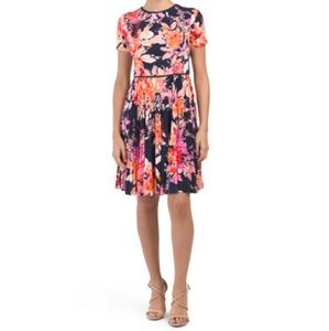 NWT Maggy London Fit&Flare Pleated Floral Sz8Dress